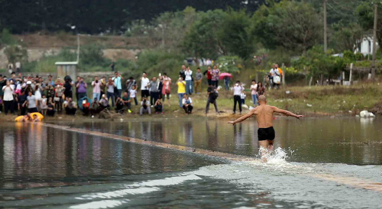 Chinese monk, Shi Liliang, defies nature to run on water surface for 118 meters1